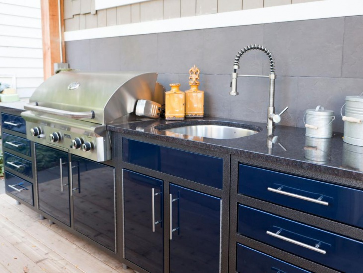Royal Blue Outdoor Kitchen with Granite countertops
