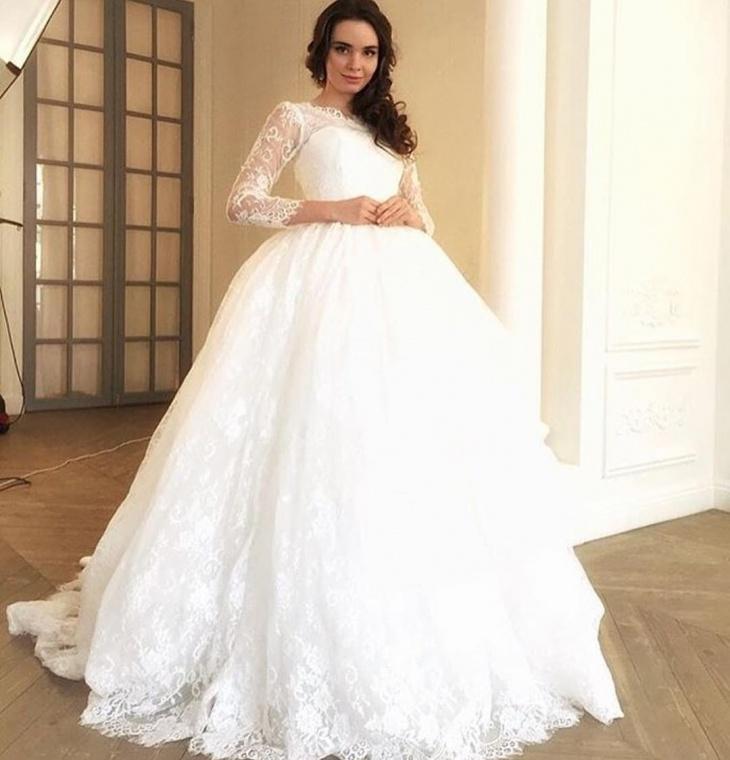glorious wedding dress for bride