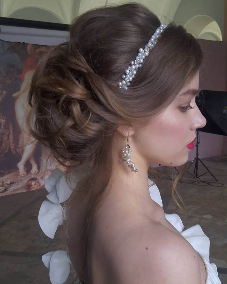 Pretty Bride Hairstyle