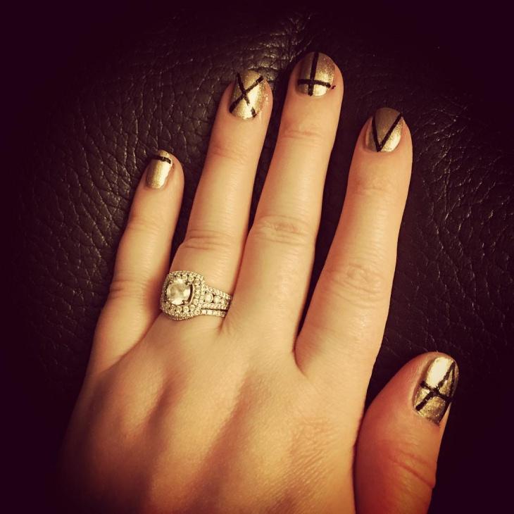 Gold Glitter Nail Design