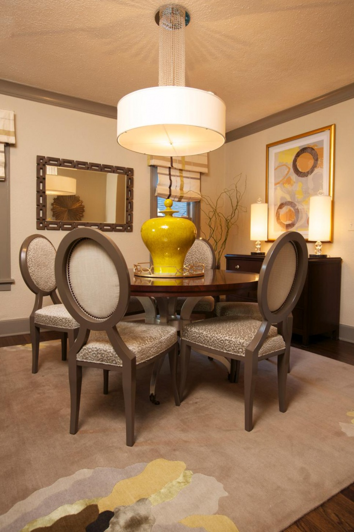 Neutral Dining Room With Pendant Lamp