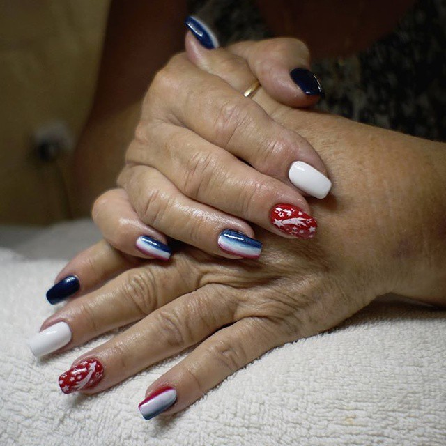 Mesmarize Fourth of July Nail Ideas