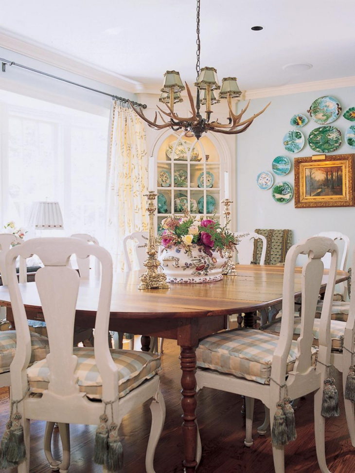 cottage dining room with antler chandelier
