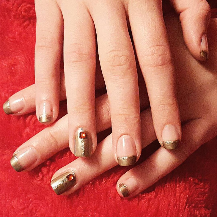 Fake Gold Glitter Nail Art