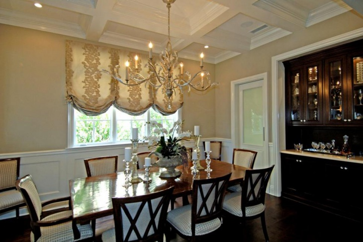 Elegant Traditional Dining Room With Wood Chandelier