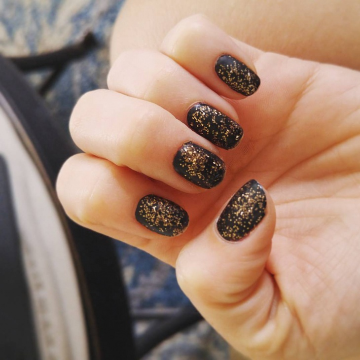 black and gold nail polish design