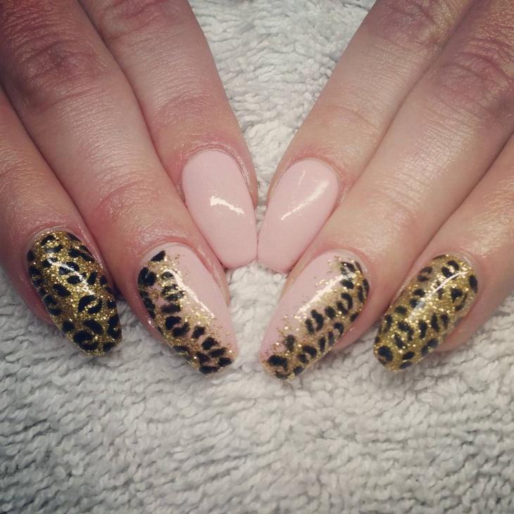 Gold Glitter Leopard Nail Art