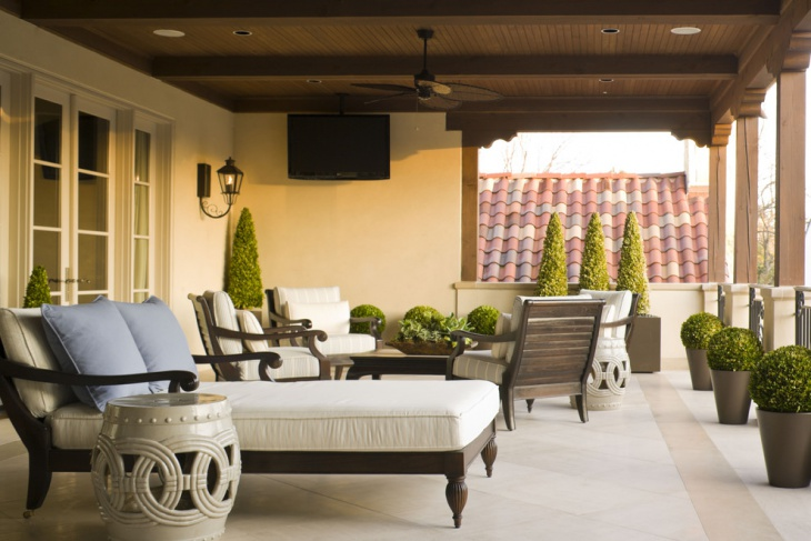 Mediterranean Deck Gives Royal Look