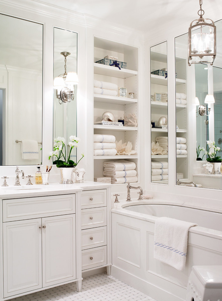 traditional bathroom with plan white towels
