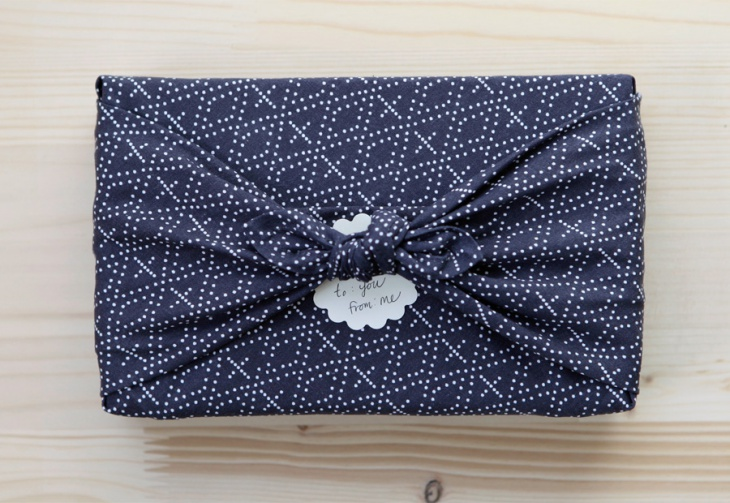 cloth gift package