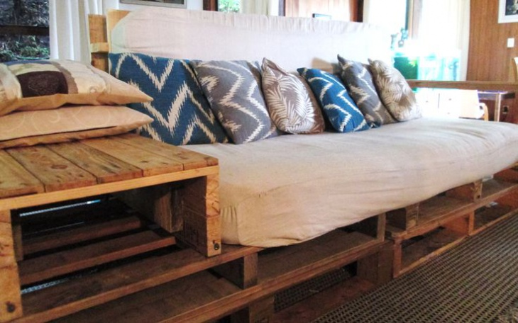 pallet sofa with side table