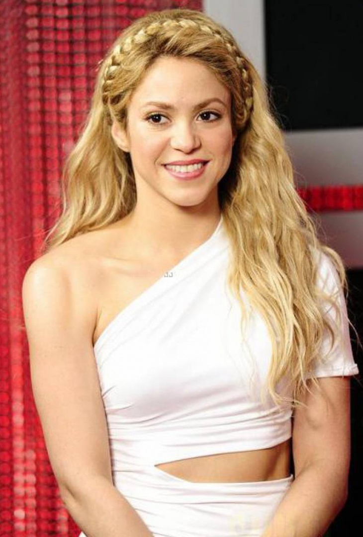 shakira with bohemian hairstyle1