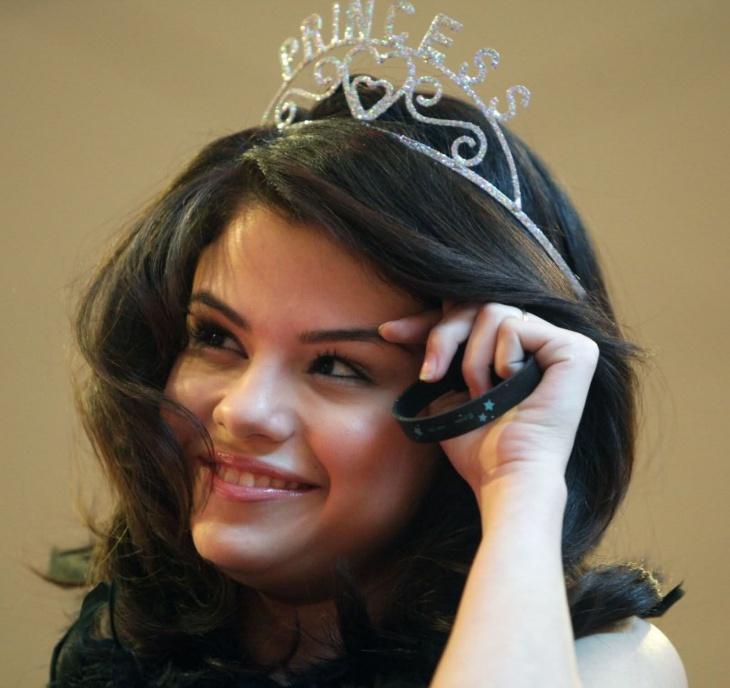 selena gomez princess hairstyle