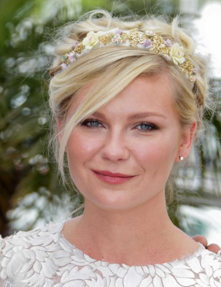 kristen dunst with princess hairstyle