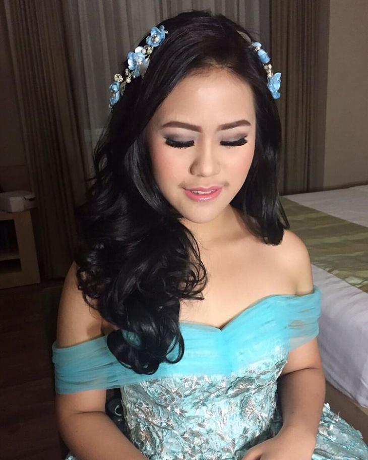 princess crown flower hairstyle