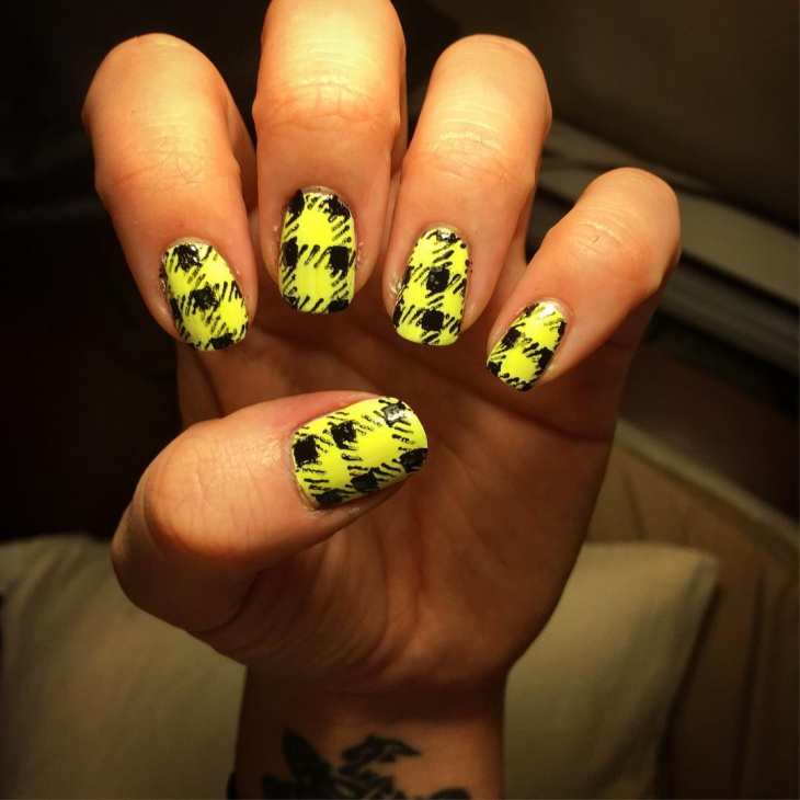 yellow color plaid nail design