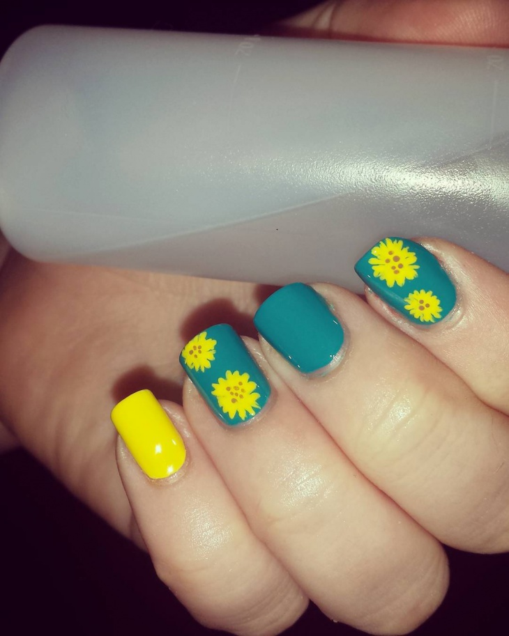 Natural Sunflower Nail Design