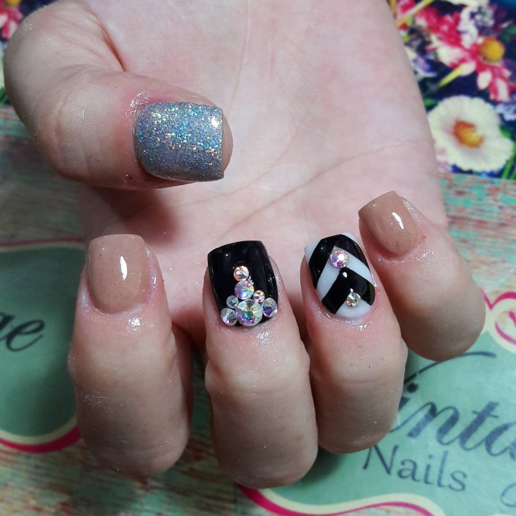 black vintage nails with silver glitter