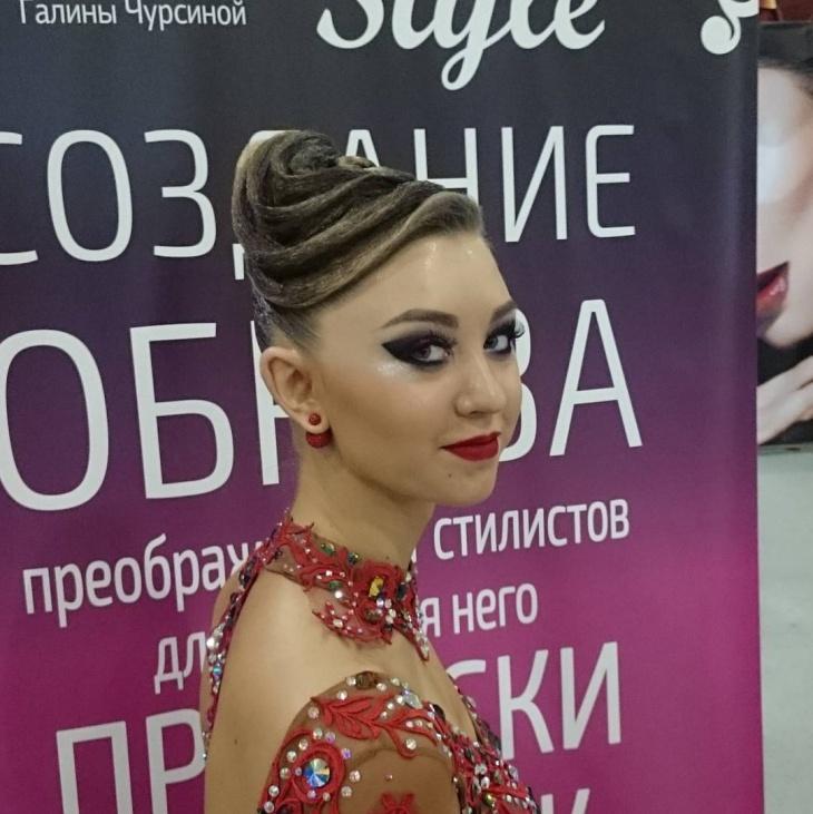 Trendy Dance Makeup