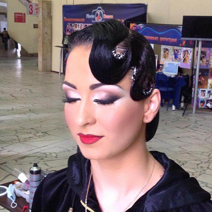 Silver Eye Makeup for Dance Women
