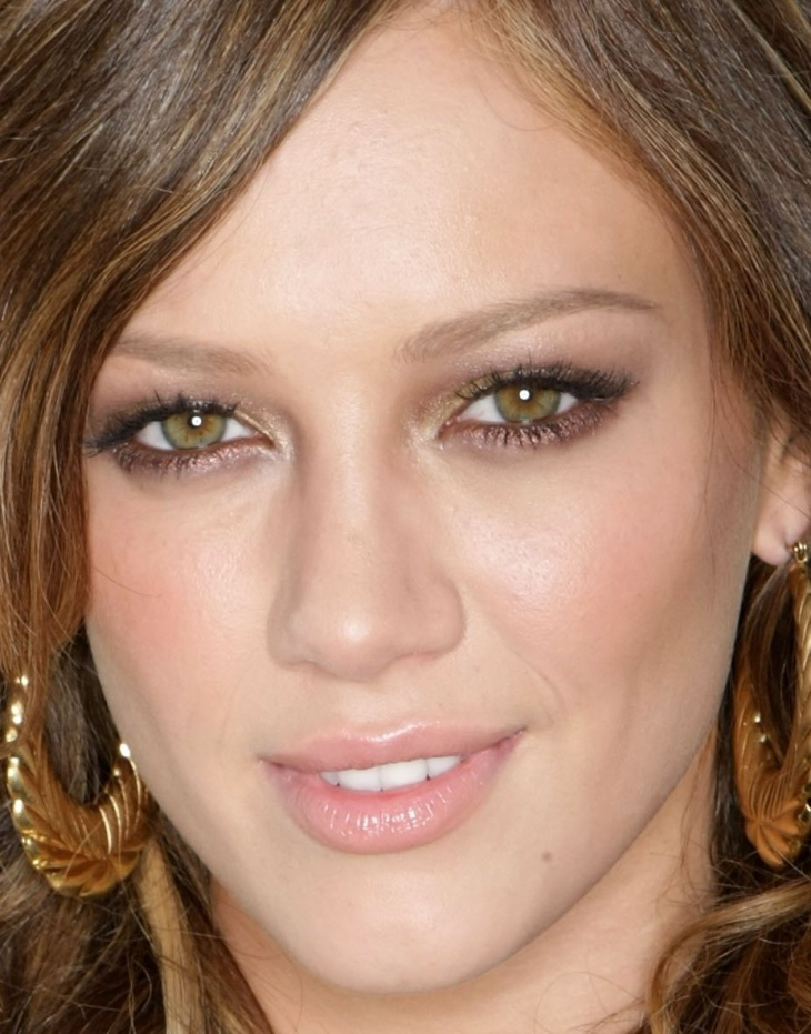 Hillary Duff Gold Hazel Eye Makeup