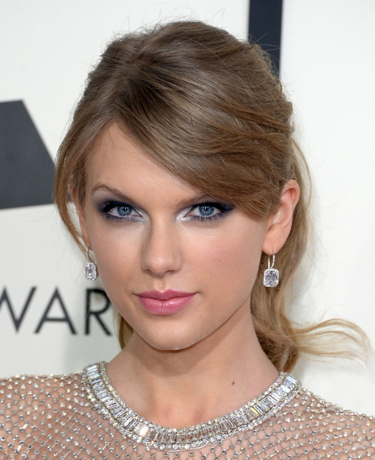 taylor swift cool eye makeup for blue eyes