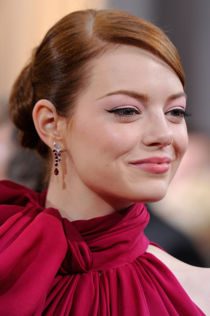 emma stone cool pink eye makeup