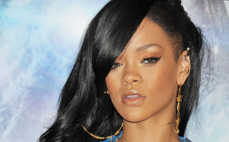 rihanna cool winged eye makeup