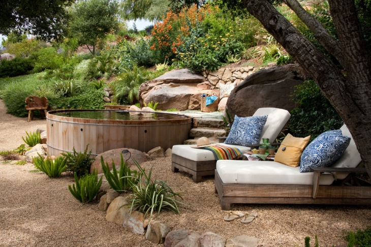 lovely transitional garden with gravel floor