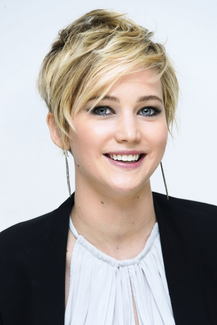 jennifer lawrence short pixie cut