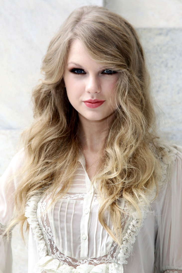 Taylor Swift Loose Curls