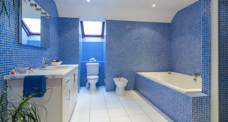 Bathroom Tiles Design >> 21 Blue Tile Bathroom Designs Decorating Ideas Design
