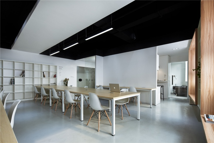 intoo black and white office design
