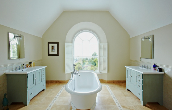 traditional bathroom with arched window