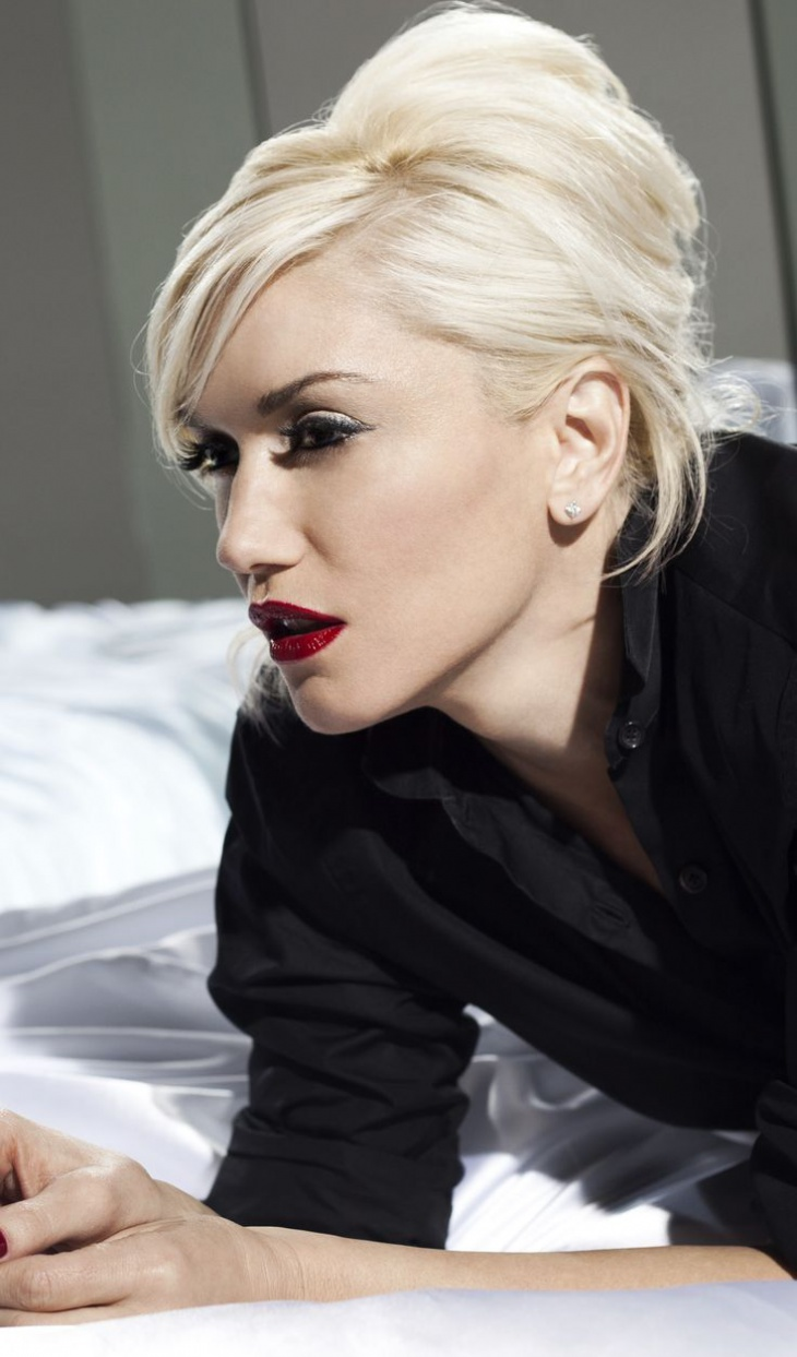 gwen stefani blonde french twist hair
