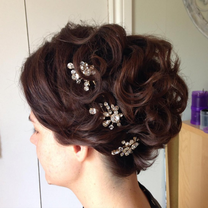 short wedding hair updo for bride