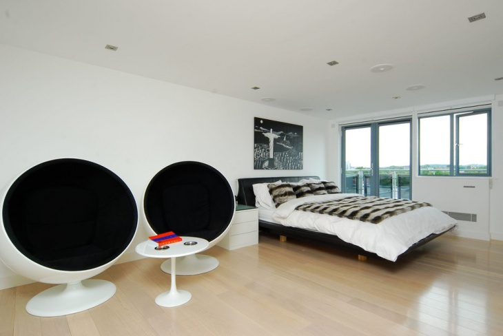 Black and White Bedroom Decorating Idea
