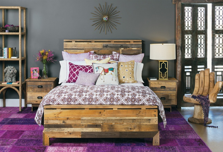Antique Bedroom With Exotic Bedding