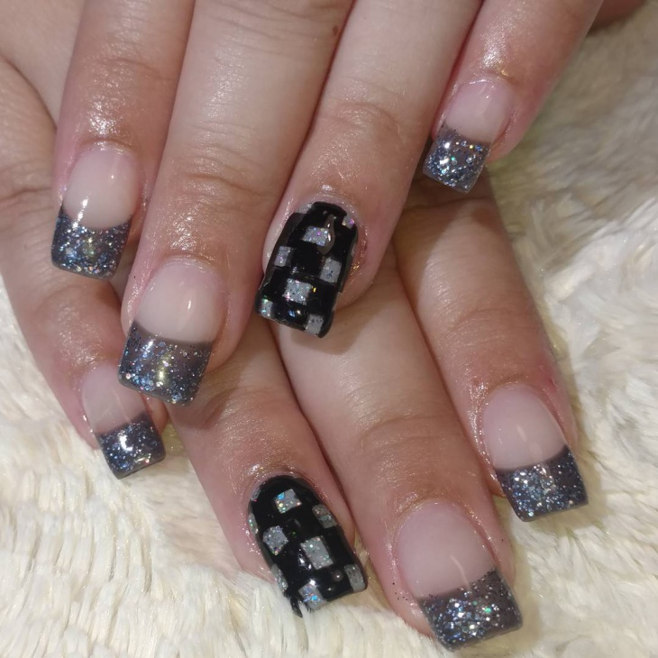 Silver Checkered Nail Art for Cute Nails