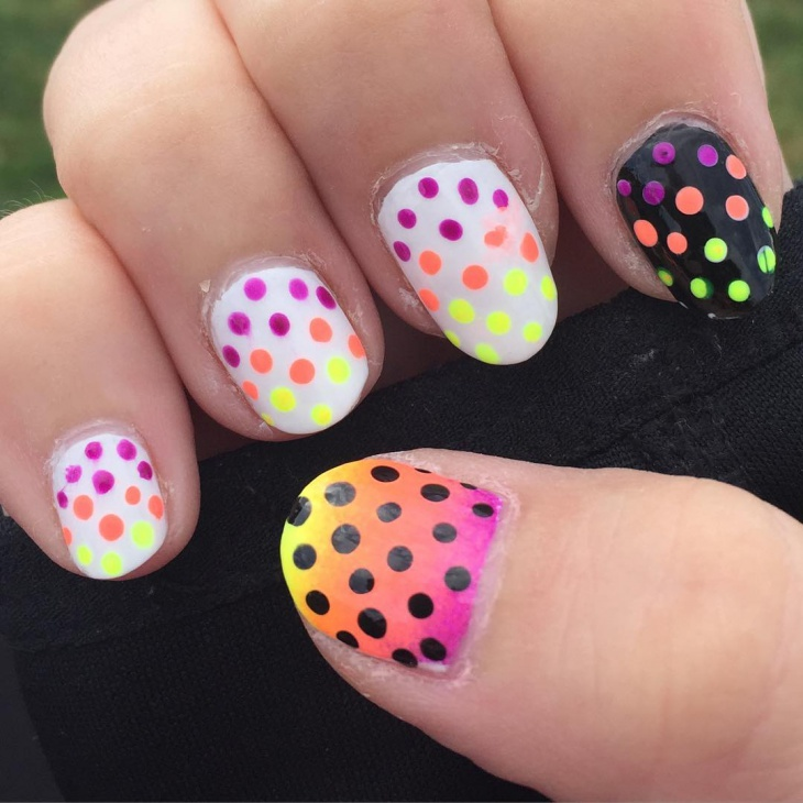 polka dotted ombre nail design