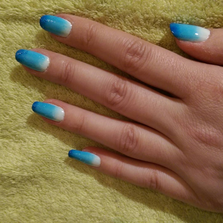 cute blue ombre nail design