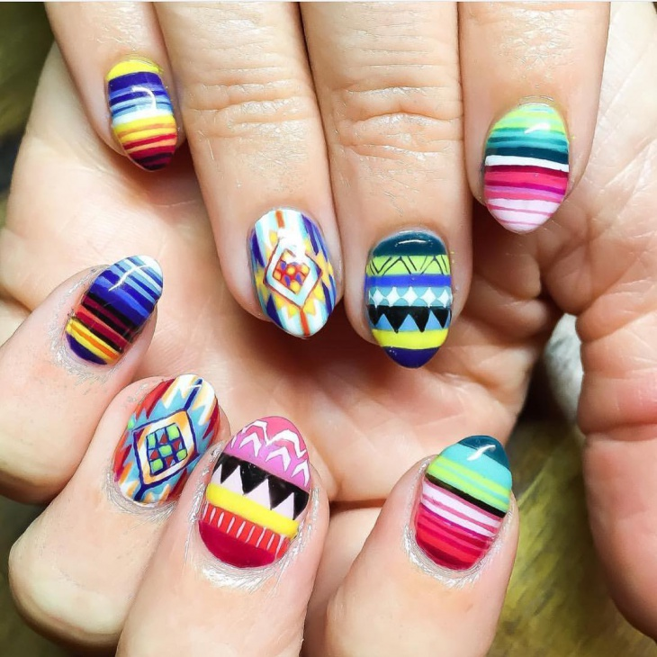 round traditional nail art