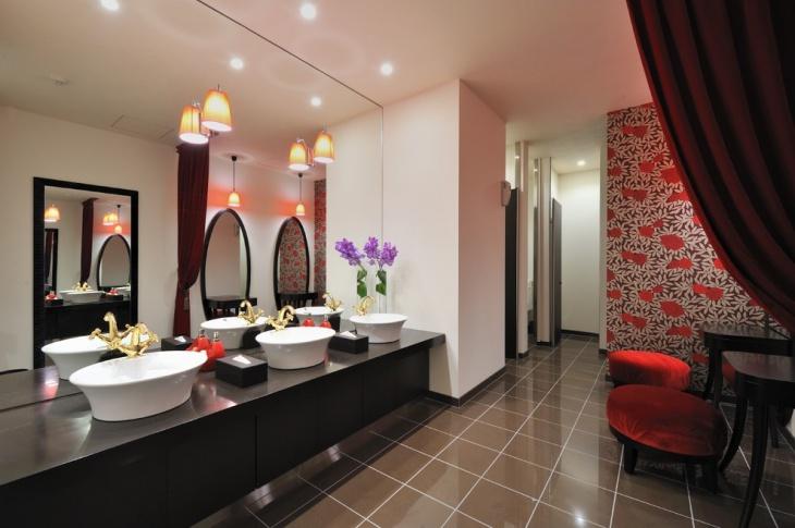 Classic Lighting Feminine Bathroom
