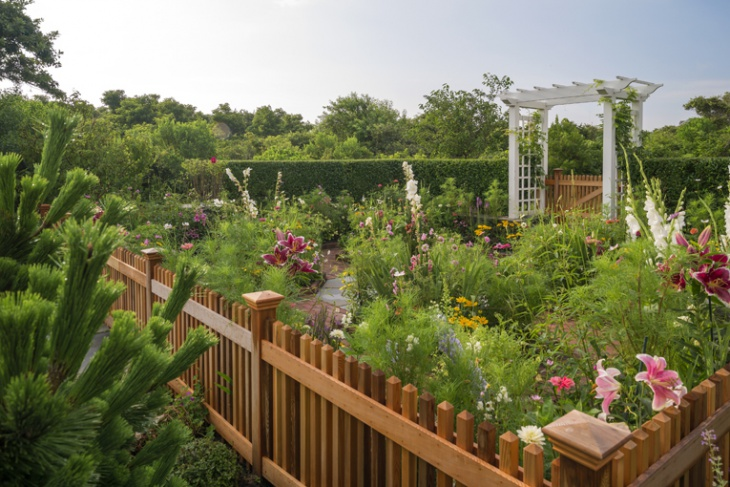 decorative summer garden idea