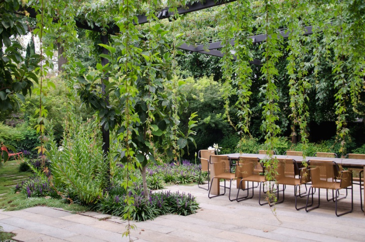 simple garden with seating place