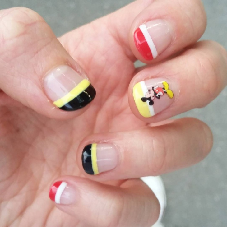 Tip Mickey Mouse Nail Design