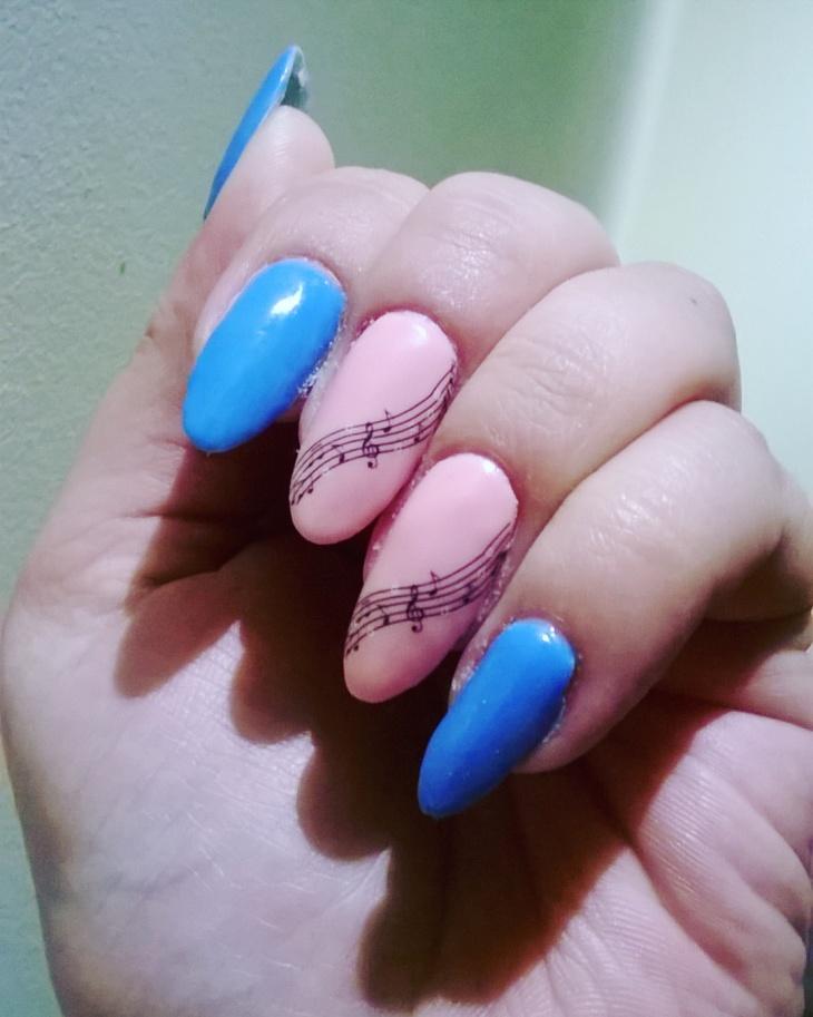 classy music themed nail art