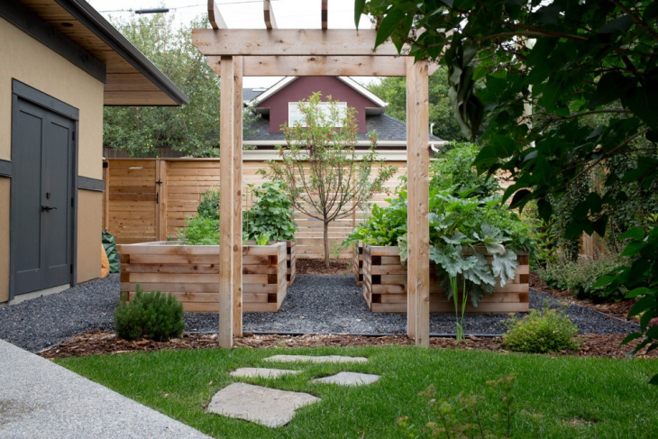 somple wooden beds garden1