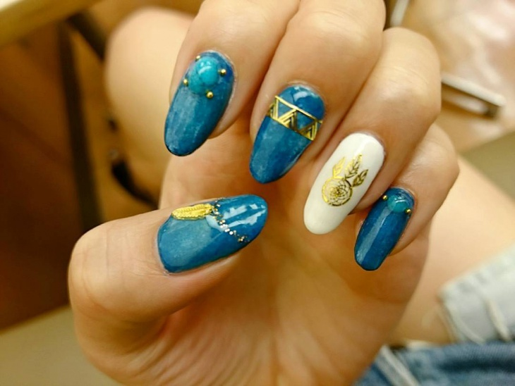turquoise sequin nail art