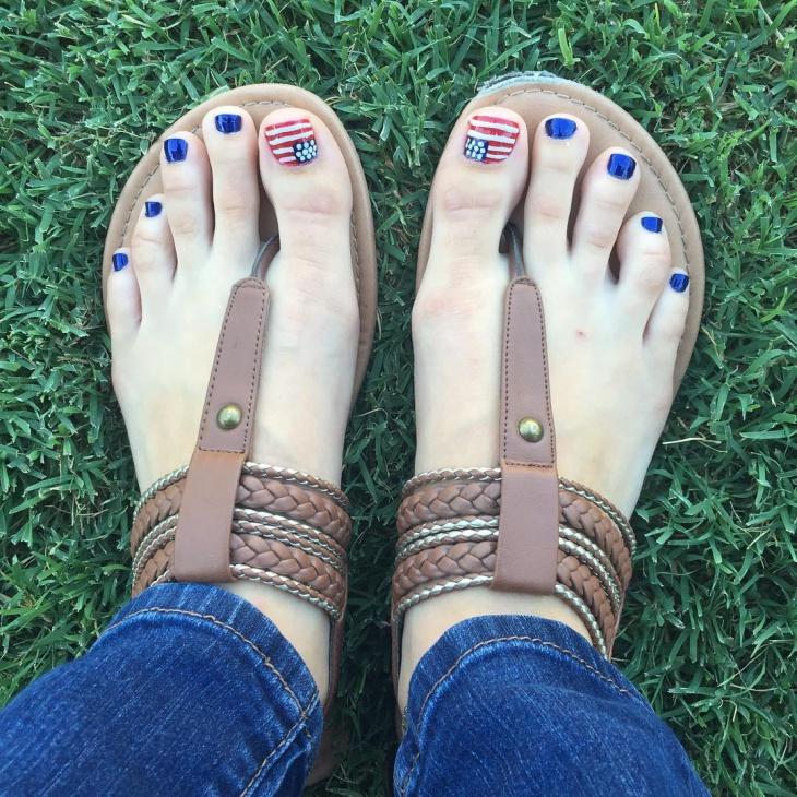 Blue Color Toe Nail Design